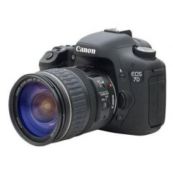 Canon EOS 70D with 18-200mm Lens